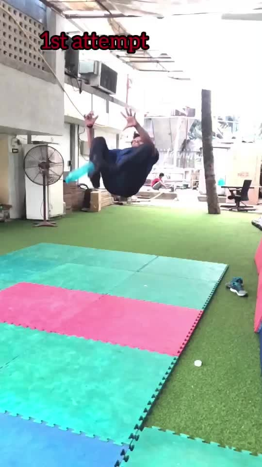 😱Never give up #bottleflip #gymnastic #tumbling #jump #flip #twist #roposo #roposoness 🔥🔥🔥