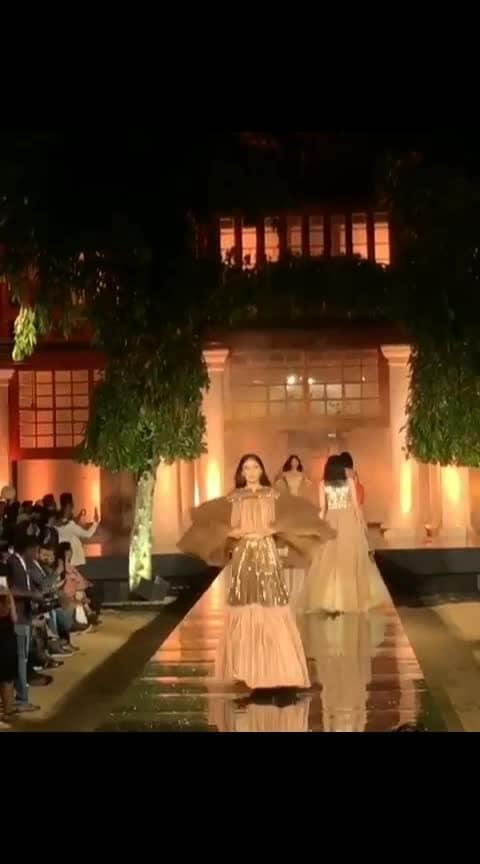 #fashionshow #manishmalhotra ☺