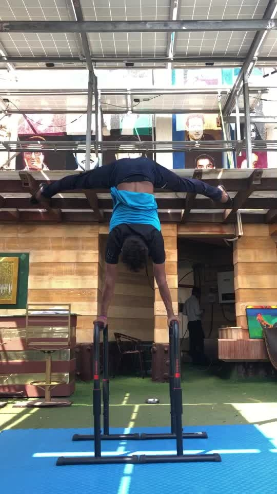 Handstand training with my girls #handstand #power  #training #girls #gymnastic #tumbling #roposo @roposocontests @roposotalks