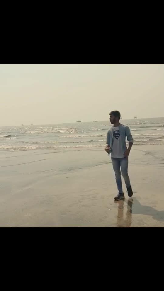 The most beautiful things in the world cannot be seen or even touched. They must be felt with the heart. ❤️ #sunday #morning #morningmotivation #video #beach #beachview #sea #water #juhu #mumbai #slowmotion #music #theresnothingholdinmeback #shawnmendes #lovethissong #favourite #singer #traveler #roposo #trending #travelgram #videooftheday #tbt #like4like #follow4follow #followme