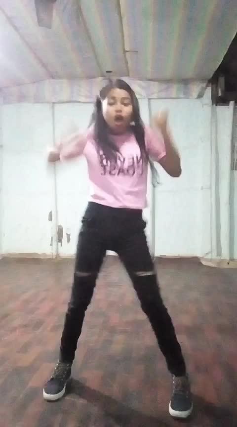 #bomdiggydiggybom #roposo-dance #dancerslife #assamesegirl #assam #indiandancer #danceindiadance #Roposo @sanjayrathi0799 @roposocontests @roposotalks #staroftheday #staroftheday