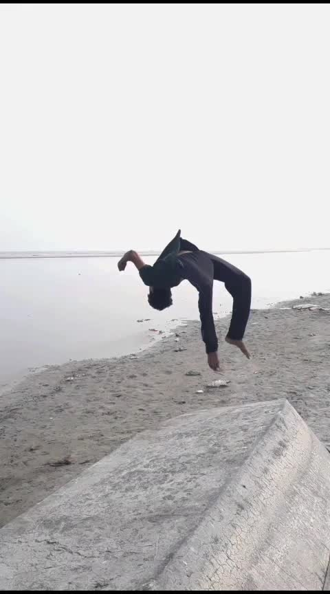 flips life #gymnastic #parkour #backflip #tricking #strength #acrobatics #flexing #roposo #ropso-star @roposocontests @roposotalks @roposotutorial