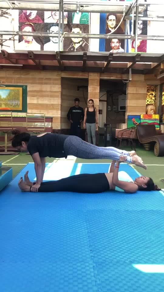 🔥Yoga with freerunning #yogagirl #freerunning #flip #jump #twist #roposo #roposo-dance #roposoness @roposocontests