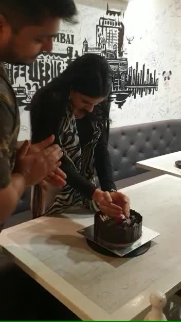 About last night☺️🎂🎉🎈🥳 #birthdayvibes #birthdaycelebration #birthdaygirl #cake #celebration #bombayfusion #restaurant ##27feb #occasion #birthdaycake #birthdaynight #birthdayoutfit #fun #blessed