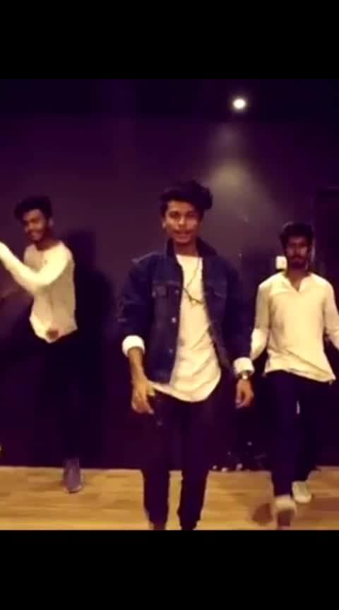 #ekladkikodekhatohaisalaga  #darshanraval songs #lyricaldance @rospo09 #ropodance  #sonamkapoor #dance #indiandancers #bestmusic #dancerslifestyle #beats #roposo-beats