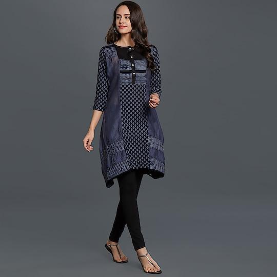 Ravishing Navy Blue Colored Casual Printed Cotton Kurti🎀 Price:- 999/- To Order WhatsApp us (+91) 8097909000 * * * * #kurtis #gown #partywear #kurti #onlineshop #yellow #loveyellow #onlinekurtis #kurtisonline #dress #indowestern #ethnicwear #fashion #salwarkameez #longkurtis #ethnic #womenwear #style #stylish #love #socialenvy #beauty #beautiful #pretty #swag