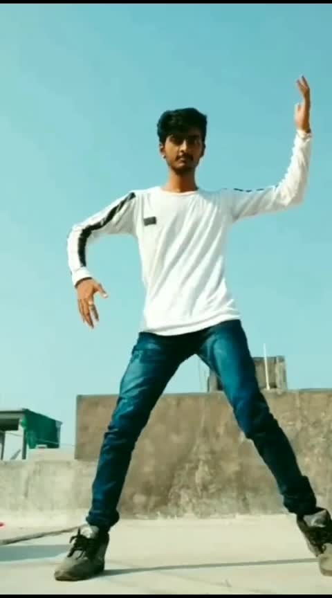 #dance #roposo-dance #roposo-dancer #roposo #roposo-beats #onbeats #beat #featureme