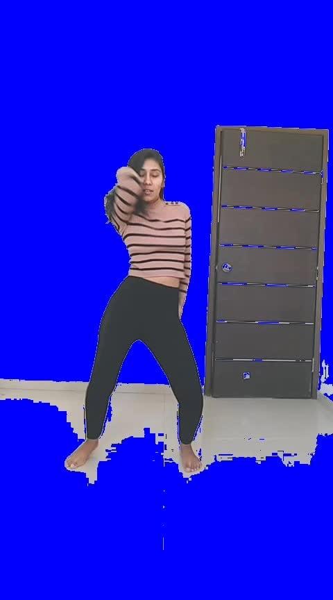 Breakup with your girlfriend cz i'm bored 😏 #arianagrande #trendingsong #waacking #roposo-dancer #bored #girlfriend #breakup #talent