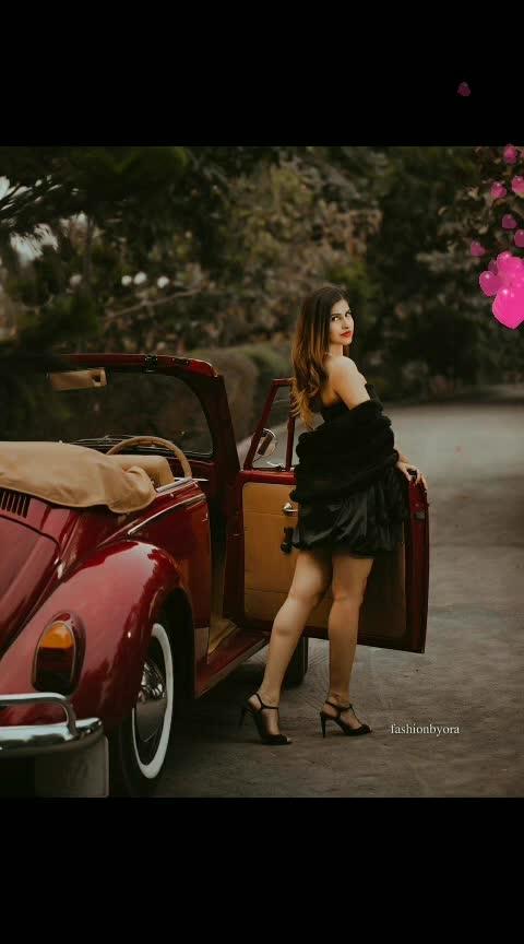 #sohnea #sakshimalik #milindgaba #misspooja #love-is-only-love #romance #punjabiway #roposostars #trendeing #be-in-trend #trendinglive #romanticlook #pose #roposo-trending #music #songs #beauty #captured #beautyatitsbest