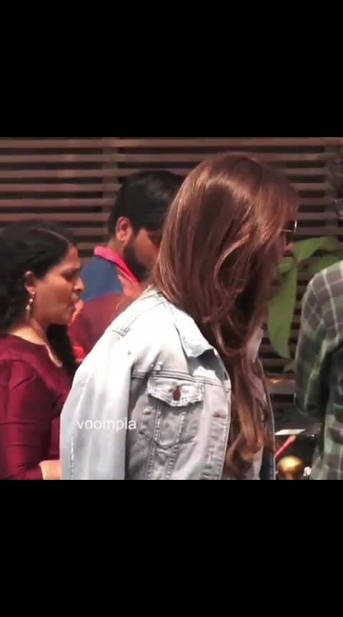 Did you know that Shweta Bachchan's hubby Nikhil Nanda is the bossman at Escorts Group, a company that has an yearly turnover of nearly ₹5000 crores?? 😲😲 The Bachchan daughter was spotted at a muhurat shot event, all styled up in a white shirt over blue trousers and red heels... and a denim jacket for effect ❤️❤️  #bollywood  #shwetabachchan  #shwetabachchannanda  #bollywoodstyle  #bollywoodfashion  #mumbaidiaries  #delhidiaries  #amitabhbachchan  #abhishekbachchan  #nikhilnanda #navyanavelinanda  #navyanaveli  #stylishmommy  #stylishmommy #bachchan  #aishwaryarai  #aishwaryaraibachchan  #indianactress  #bollywoodactress  #bollywoodactress #love #song #dance