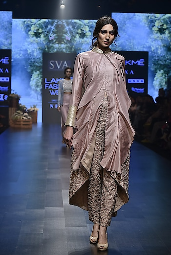 An exclusive Preview of SS19 TARA by SVA by Sonam and Paras at Deval The Multi Designer Store!!! . . In TARA ornate Lehengas with denim jackets to ruffles Sarees and stylish silhouettes. It combines luxurious elements with a rustic touch in color palette of earthy beidge, dusty rose to shades of blue. Luscious silks, delicate organza and structured denims create a modish element of diversity. For more details please call/whatsapp us +91 98984 22000 #devalstore #ahmedabad #exclusivepreview #designerwear #springsummer #multidesignerstore #lfw19 #womenswear