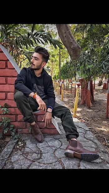 Mere mann me he shankara🍁🕉 . 🍁Happy mahashivratri 🍁 . #kartavyamakwana #fashion #fashionmodel #casual #blogpost #blogger #indianblogger #suratblogger #suratinfluencer #menswear #menstyling #trend #potraits #boots #RealLeather4RealMen #KraftedForKings #HandmadeLuxury #ReBootWithKings #SuitUpWithKings #Kings #KingsShoes #boots #shoeporn #shoesoftheday#lookoftheday #happymahashivratri