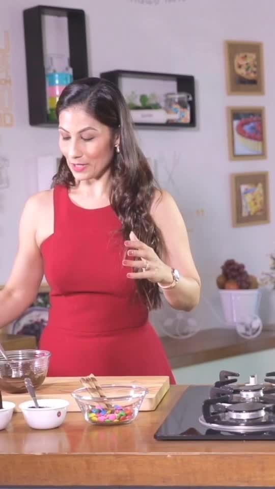 "How's The Shake?  ""Freak"" Sir !!! 😜  Chocolate Freak Shake Recipe Video!!! #chefmeghna #chocolatelover #freakshakes #quick #recipes #video #diy # #quickness #chocolate #shake #foodmumbaieats #tips #tip #summer #coolers #indianfoodbloggers #indianfoodblogger #chocolatefreak #choco #hungrytv"