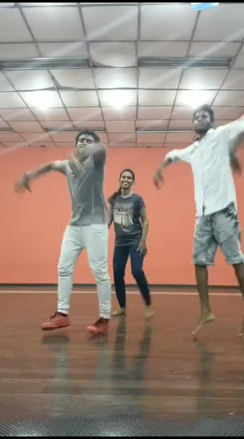 #roposoers #ropobeats #ropo-daily #roposoness #ropofriends #moves #ropsotamil #beats #friends #pals #tamilsong 💃🦹🤙