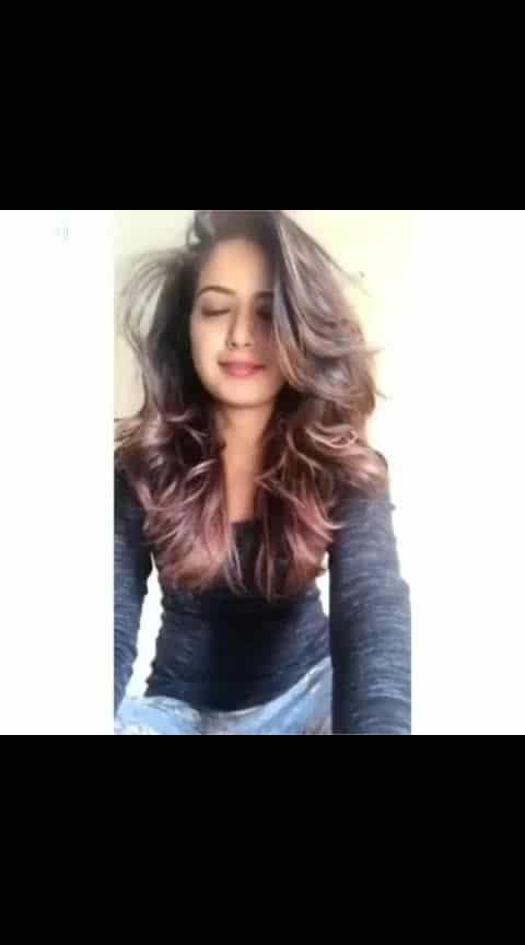 share and fallow me 💓 #ashikaranganath #kannadamusic #ropo-kannada #sandalwoodadda #shakeit  #dubsmasher #celebritystylist #treding #roposo-lov