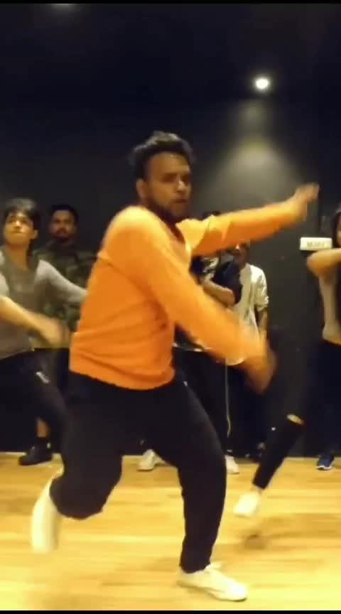 Dhadak Zingaat😎😎 #roposo-dance #dance #beats #roposostar #dhadak #zingaat #karanjohar