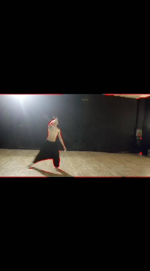 contemporary improvisation... on song #zaroorat #ekvillain #emotional_touch #for-me #foryourpage #roposo-dance #dancerslife #roposo-dancer #performer #roposo-sad #hurtedalot #hurtedfeelings