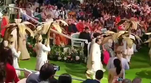 #AkuStoleTheShlo #AkashAmbani and #ShlokhaMehta wedding of the year!
