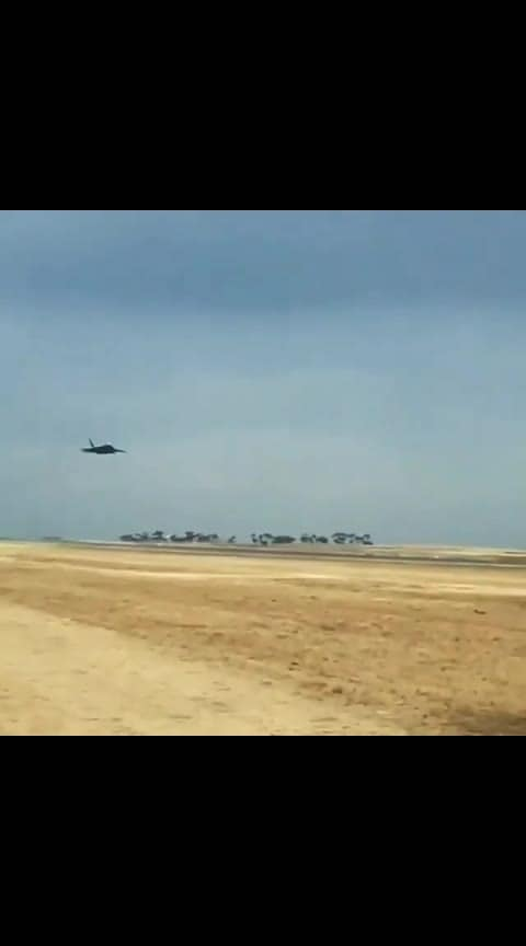 Sharp turn by an F22 in Melbourne Airshow 2019 ✈️ Follow @sciencesetfree  - 📺 @civ_mk6_golf_ - Follow engineering TV for daily engineering videos! - #pilotsofinstagram #viralvideos #satisfyingvideos  #engineers #electricengineering #military #airforce  #melbourne #usairforce #aviationporn #aviationlover #aircraft #mechanicalengineering #technologies #jets #aeroplane #physics #aviationlife #pilot #pilotlife #airshow #f22 #f22raptor