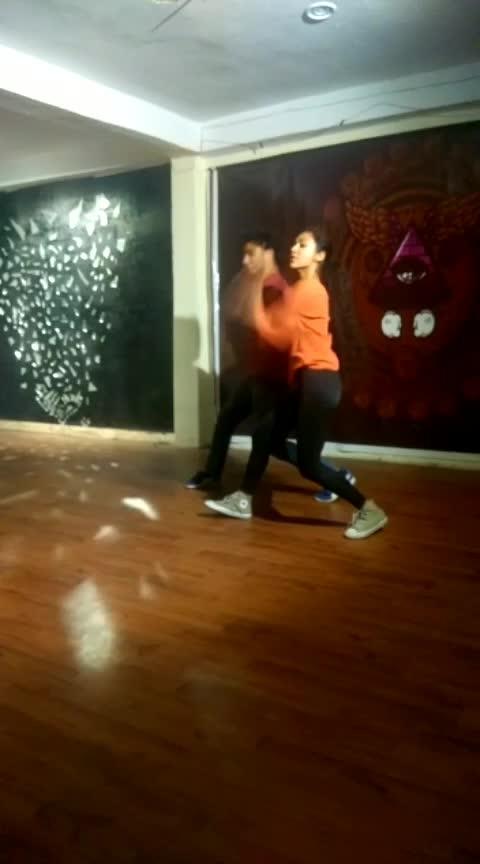#coca-cola_tu #dancechoreographer #practicesessions #hahahahaha #studiolove #dance4life