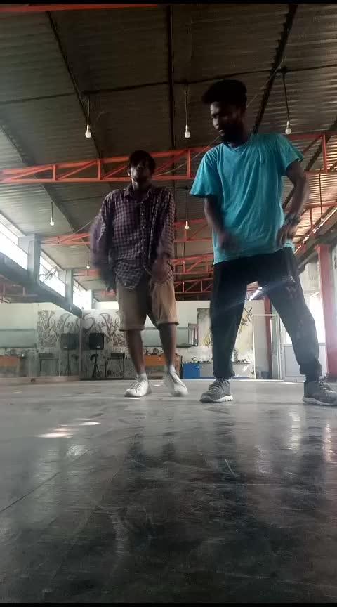Arjunar villu  #vijay #ghilli #vijaysongs #mass  #roposo-dance  #new  #dancerslife #kannan #roposoness  #dances  #bboying