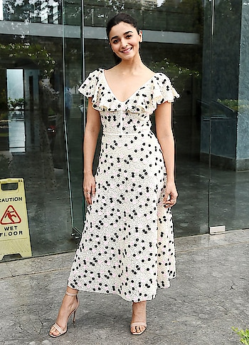 Alia Bhatt Love For Polka Dot Dress #aliabhatt #aliabhattlook #polkadotdress #polkalove #lookgoodfeelgoodchannel #fashionquotientchannel #followmeonroposo
