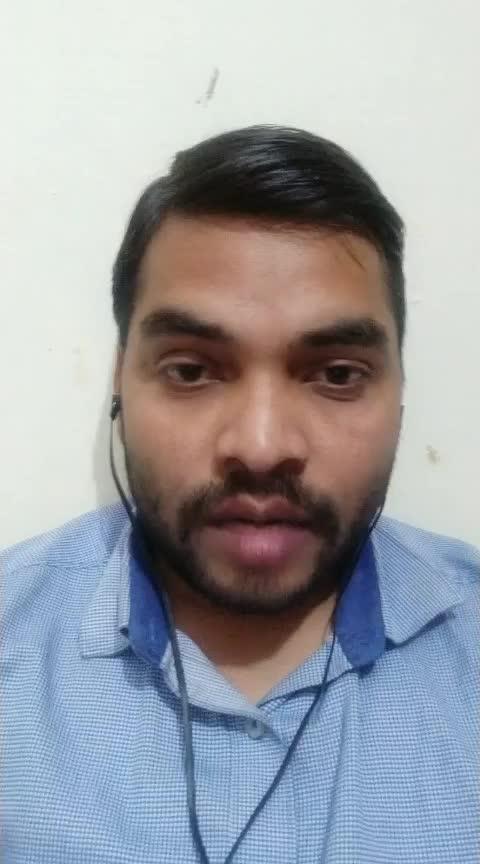 कांग्रेस अध्यक्ष राहुल गांधी के खिलाफ कैसरबाग थाने में वकील ने दी तहरीर मुकदमा दर्ज करने की मांग  लखनऊ।बीते दिनों कांग्रेस पार्टी अध्यक्ष राहुल गांधी के बीते दिनों दिए गए बयान को लेकर आपत्ति जताते हुए निशातगंज निवासी वकील ने कैसरबाग थाने में तहरीर दी है। आरोप लगाया है कि राहुल गांधी ने अपने बयान में सर्वोच्च न्यायालय समेत प्रधानमंत्री पर अभद्र भाषा का प्रयोग किया है,और आतंकवादी को जी कहकर देश का अपमान किया है। वकील का कहना है कि राहुल गांधी के इस बयान से उन्हें बहुत पीड़ा हुई है इसके साथ ही मानसिक आघात लगा है। निशातगंज के गली नंबर 4 निवासी अरविंद कुमार लखनऊ बार एसोसिएशन कलेक्ट्रेट कैसरबाग में प्रैक्टिस करते हैं। उन्होंने बताया कि बीती 9 तारीख को कांग्रेस पार्टी के राष्ट्रीय अध्यक्ष राहुल गांधी ने अपनी सभा के दौरान भारतवर्ष के सर्वोच्च न्यायालय एवं भारत सरकार के प्रधानमंत्री को अभद्र भाषा से संबोधित किया था। जिसे उसने एक न्यूज़ चैनल पर देखा और सुना था।उसने सुना था कि राहुल गांधी ने कुख्यात आतंकी अजहर मसूद को सम्मान देते हुए जी बोला था जो कि आसंसदीय भाषा है। उन्होंने बताया कि राहुल गांधी ने ऐसा करके देश की जनता समेत उसके मन पर कुठाराघात किया है। जो कि देश के किसी भी नागरिक को शोभा नहीं देता है।अपने देश के सर्वोच्च संवैधानिक पदों पर बैठे लोगों को अभद्र भाषा से बात करना वा एक आतंकवादी को जी कहकर सम्मानित करना। किसी भी तरीके से देश हित में नहीं है। इस संबंध में उसने केसरबाग थाने में राहुल गांधी के खिलाफ तहरीर दी है। इंस्पेक्टर कैसरबाग का कहना है कि तहरीर उन्हें मिल चुकी है अधिकारियों से बात करने के बाद इस पर आगे कार्रवाई की जाएगी।
