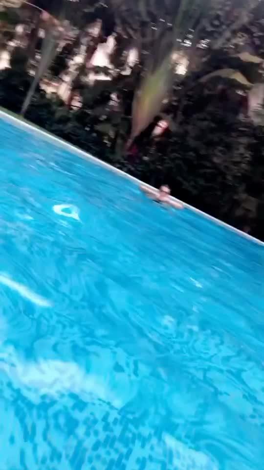 I love swimming!! #underwater #videounderwater #featurethis #roposotalent @roposocontest