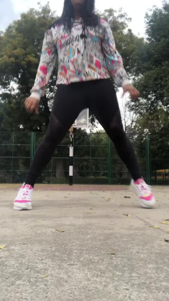 Milegi milegi !! #featureme #dance#video #roposo-dance #dancer #roposo-dancer #dancerlife #post #roposo #featurethisvideo #dancewithme #popular #viral #share #like #comment #music #bollywood #song #freestyle #hiphop