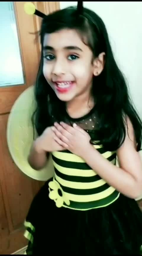 Little Honey Bee 🌻🐝❤ #merenaseebmei  #bollywood #hindisong #roposotv #roposostar #laasya #girlslikeyou #littlegirl #honeybee  #costume #funtimes