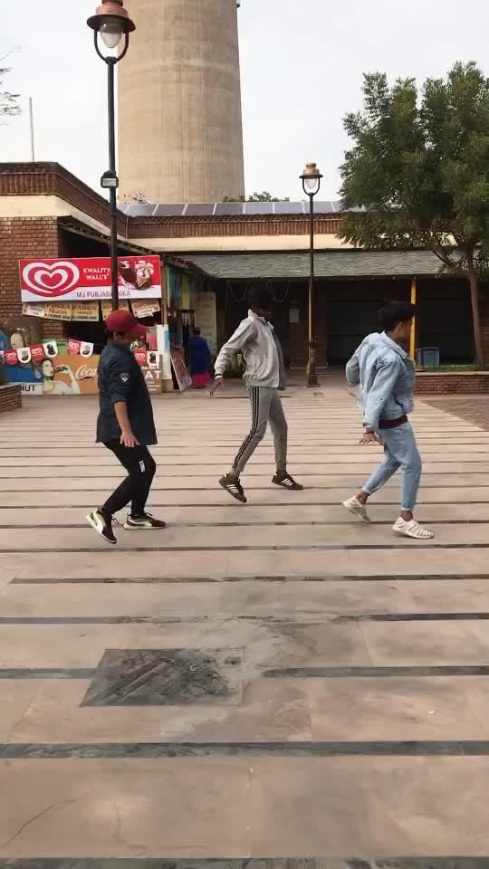 Vodka lagake tere naal nachna - Dance  #badshah #dance #vodkalagaketerenaalnachna #roposostar #roposo_dancer #roposoinfluencer
