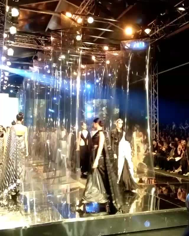 THIS is the saree parade we should all be a part of! 21 designers took part in making the saree outshine the rest @anamikakhanna.in @raw_mango  @rohitbalofficial @taruntahiliani @amitaggarwalofficial @rimzimdaduofficial @rohitgandhirahulkhanna and many more #FDCI #LMIFW