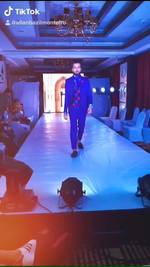 ALWAYS LOVE TO CARRY  A CLASSIC ENGLISH LOOK  Back to 18's style  It's all about last night retro light men's fashion  Organised by my bhai Atul Anand and Seema Phukan ❣️ week great pleasure to flaunting @wm2_by_rizvi_mahira  #showsoppner #showstopper its all about how we end the show