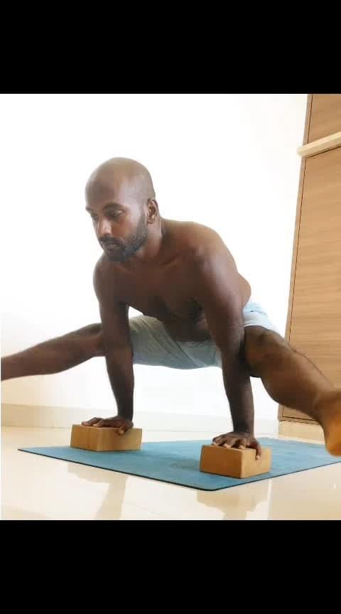 Core on fire 🔥🔥🔥🔥🔥 . . . . . #tuesdaymotivation #yogastrong #yogaeveryday #yogalove #yogacrazy #yogapractice #yogafit #yogaposes #presshandstand #corestability