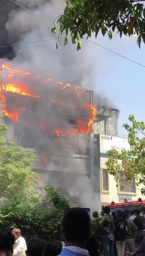 #fire #firenfsship #aag #mall #surat #surat #indian #india  #gujarat #new #news #public #action #tvnews #firing #fires #police #government #gujarat