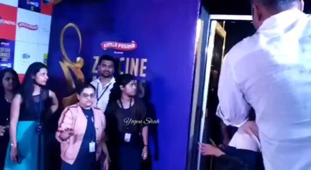 Sonam Kapoor at the #ZeeCineAwards #RedCarpet