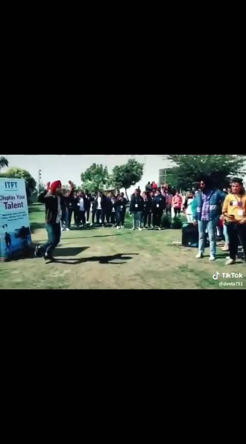 beautiful bhangra in college by aboy and girl#roposo-beats #beats #beatschannel #bhangra #bhangralove #bhangrafunk #bhangravideos