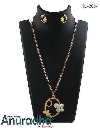 Must have in your accessory collection this golden colour magnificent chain pendant set from the house of Anuradha Art Jewellery. To see more collection  click on the link: https://bit.ly/2QxPFdM #pendant  #pendantset  #pendantchain  #onlinependantcollection  #womens-fashion  #fashionforwomen