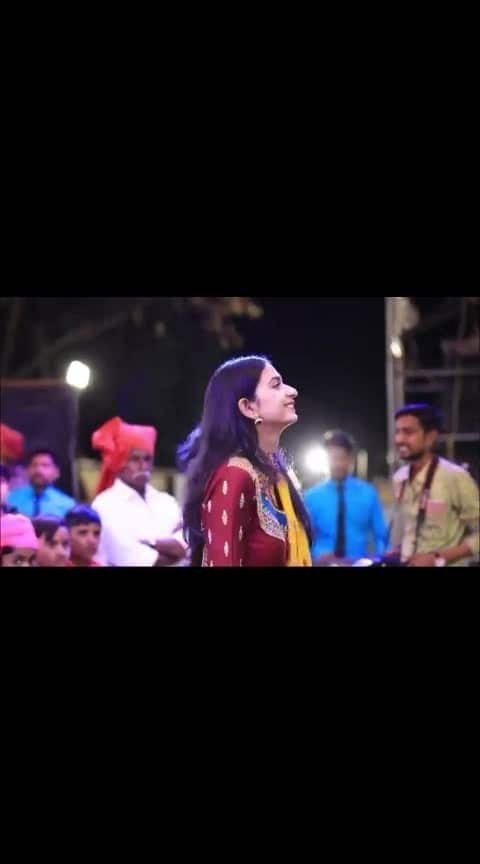kinjal dave song char char bangdi vari gadi #kinjaldave #gujju_the_great #wedding-roposo #gujratisong