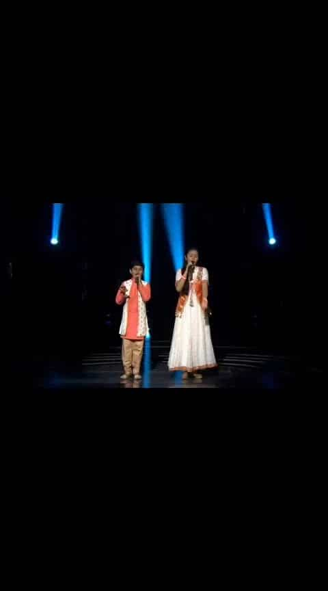 "#patrioticsong Shreyan & Neelanjana Performs On ""Sandese Aate Hai"""