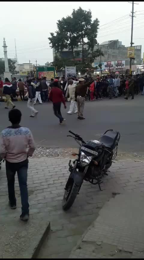 Alwar City me army ke jawano ki sahid par shok bante log or rally nikal kar shok pardarsan karte huye
