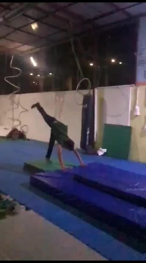 Flips #flips #backflip #frontflip #gymnastic #tricking #parkour #freerunning #acrobatics #indian #mumbai #beautiful-life #lovemyjob #hardworkpaysoff #roposo @roposocontests @roposotalks @roposotutorial