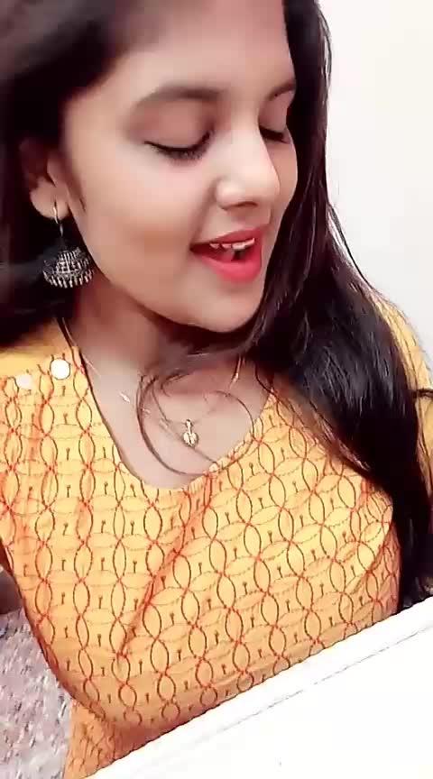 Kaatru veesa Paathirindhom 💞 #roposo-tamil #tamil #love #roposolove #roposotrends #yellow #trendy #romanticsong #romance #tamilsong #tamilpadal #roposorisingstar #risingstar