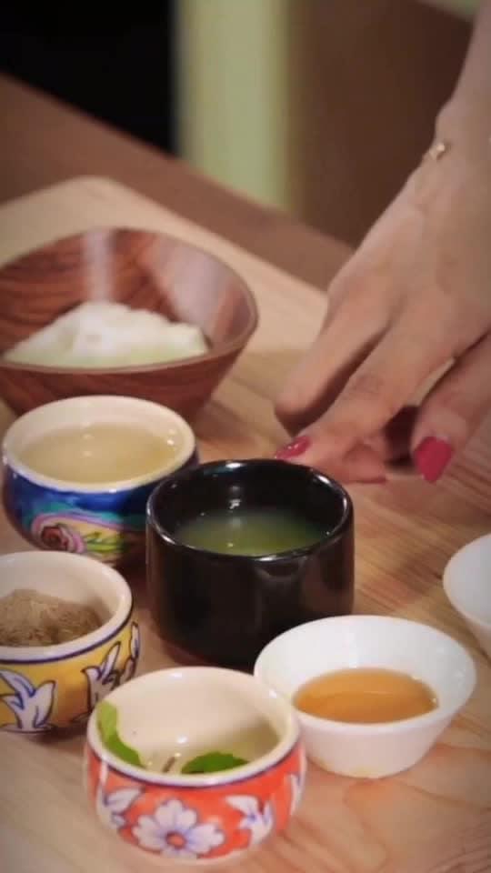 गरमी में ठंडा ठंडा Nimbu Pani  (Lemonade) Ingredients: 2 table spoon lime juice 3 table spoon sugar syrup 1 table spoon honey 2 ginger slice lime wedges mint leaves salt & chaat masala 1 cup water Ice cubes                                                   Method : Take a small pan, add sugar syrup, ginger, honey & mint leaves. Let it get warm. In the jar, take ice & water. Add the flavoured sugar syrup Add lime wedges, lime juice. Stir it. Sprinkle Salt & Chaat Masala as per taste. 💋💋💋 #chefmeghna #nimbupani #lemonade #lemon #lime #wedges #ginger #honey #icecubes #mint #mintleaves #chatmasala #salt #colddrink #summer #summercoolers #cooler #drinks #bestforsummer #hungrytv