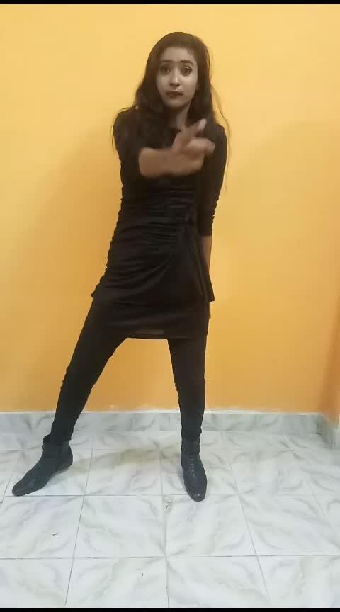 #shemoveitlike  #roposo-dance  #dancingqueen  #dancingmoves  #dancingstar  #dancingdiva