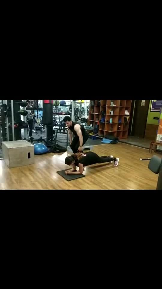 #fitnesstrainers #partnerworkoutsession #saturdayvibes