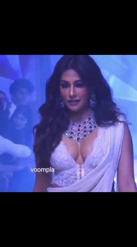#sexy-look #super-sexy-girls #super-sexy #saree-in-new #saree-navel #designer-saree