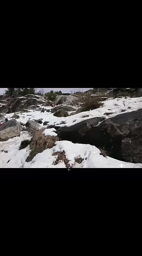 Yeh hadi vaadiyan!!!! P,. S:Sorry for little shakiness of the video!  #roposogal #roposofashionista #roposolove #like4like  #traveldiaries  #snowing  #manalitrip  #beauty