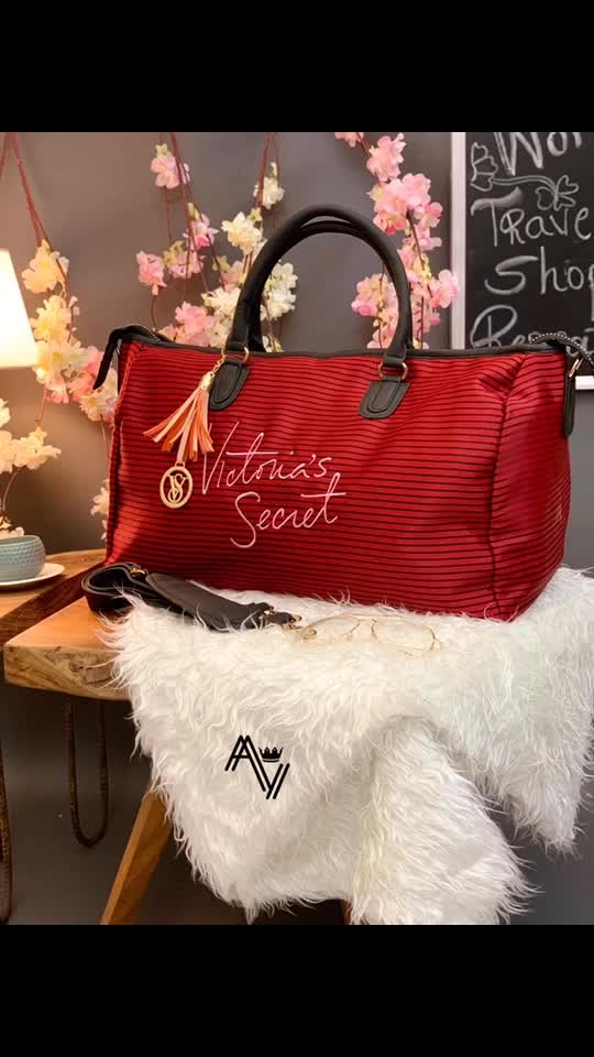 **Victoria's Secret Duffle Bag* 💝 *•Travelling & Gym Bag*  *•Very Spacious* *•Quality Never Seen Before*  *•9 Elegant Colours* *21 by 13 Inches !* 🙄🙄🙄Yay' or 'Nay'...?? 😍😍😍How's this gyzzz???? . Also give rating(1-10) . Tag someone in Comments  Follow:👉 @deladesireboutique Follow:👉 @deladesireboutique Follow:👉 @deladesireboutique Follow:👉 @deladesireboutique for any inquiry dm me #kurtis #designersuits #indowestern #indianbride #goldjewellery #designersaree #bridalentry #salwarsuits #desifashion #desilook #love #pinkvilla #indianbride #ratibeauty #handloom #clientdiaries #fashiontrends#missindiafit #weddingsofinstagram #delhidiaries #bollywood #share #lehengha #panipuri #mumbai#ethnic#trendyfashion#