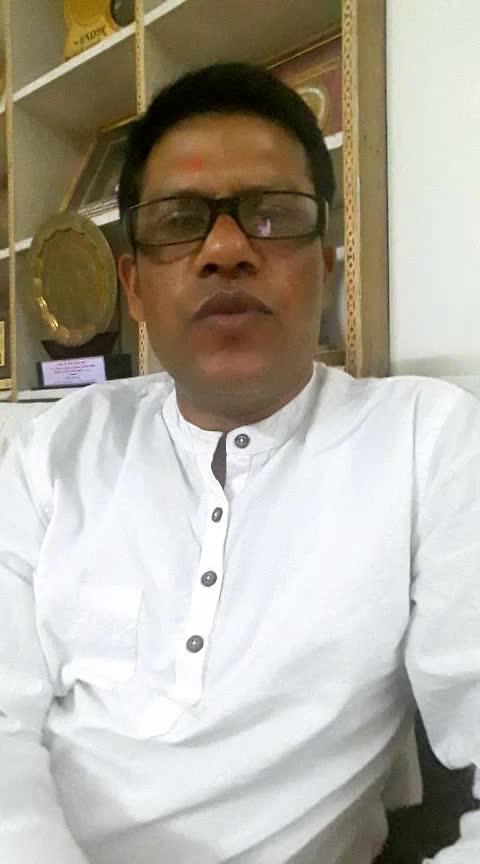 बीजेपी के गढ़ में दिग्विजय सिंह की पीएम मोदी को चुनौती, कहा- भोपाल से मेरे खिलाफ लड़ें चुनाव  दिग्विजय सिंह की पहली पसंद राजगढ़ लोकसभा सीट थी. 2014 के लोकसभा चुनाव में मध्य प्रदेश में बीजेपी ने 29 में से 27 सीटों पर जीत दर्ज की थी तब सूबे में बीजेपी की सत्ता थी. शिवराज सिंह चौहान ने कहा था कि बीजेपी सूबे कि 29 में से 29 सीट पर लड़ेगी और हम भोपाल समेत सभी सीटों पर जीतेंगे.